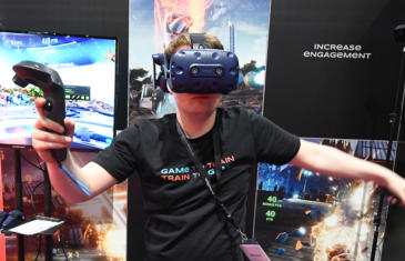 Technology 19Cv Trade Show Vr Column