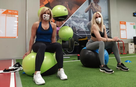 Coronavirus Viva Gym workout with masks column