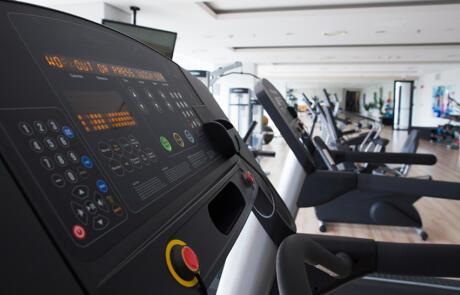 Coronavirus empty treadmill freepik stock column