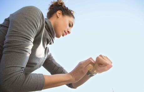 Technology MX20 LIFESTYLE woman running outside checking watch column