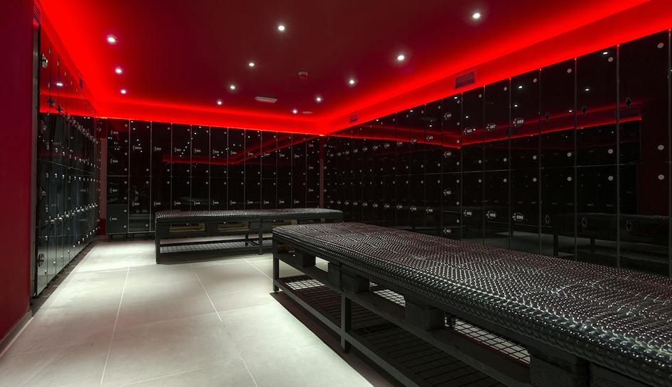 Facilities Boutique Madrid Lockers Column