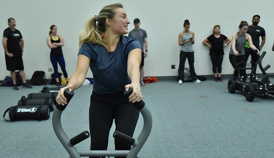 Leadership 19cv woman at morning workout column
