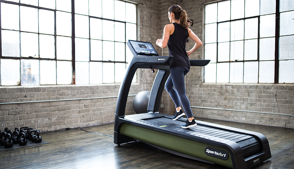 Sales and marketing sportsart woman on verde treadmill column